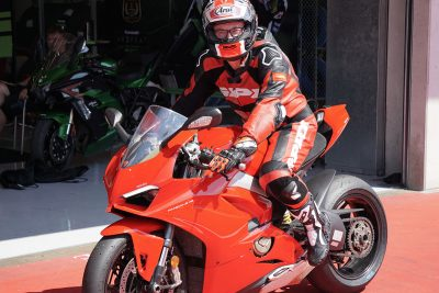 armin-on-bike_mein-equipment-3_ducati-panigale-v4