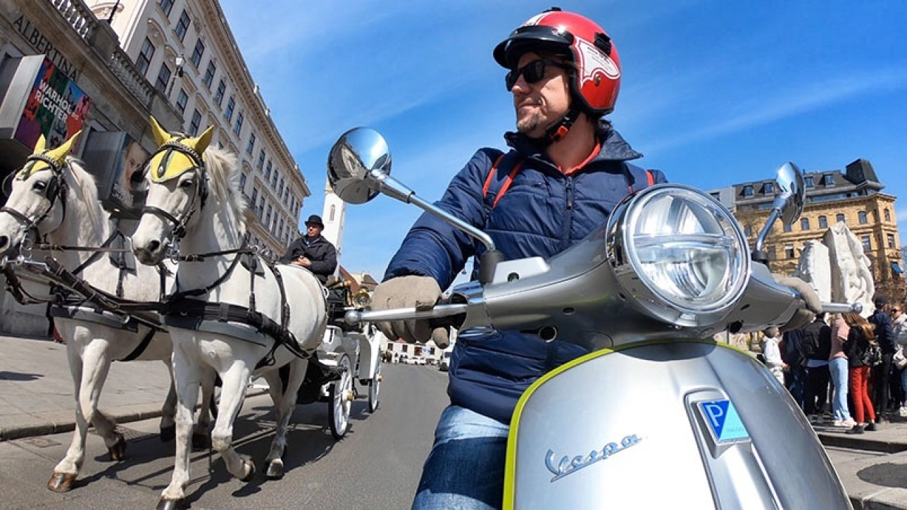 ARMIN ON BIKE on Vespa Elettrica in Vienna | Photo: Armin Hoyer - arminonbike.com