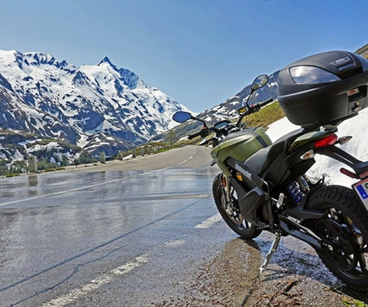 Zero DS facing Grossglockner | Photo: Armin Hoyer - arminonbike.com