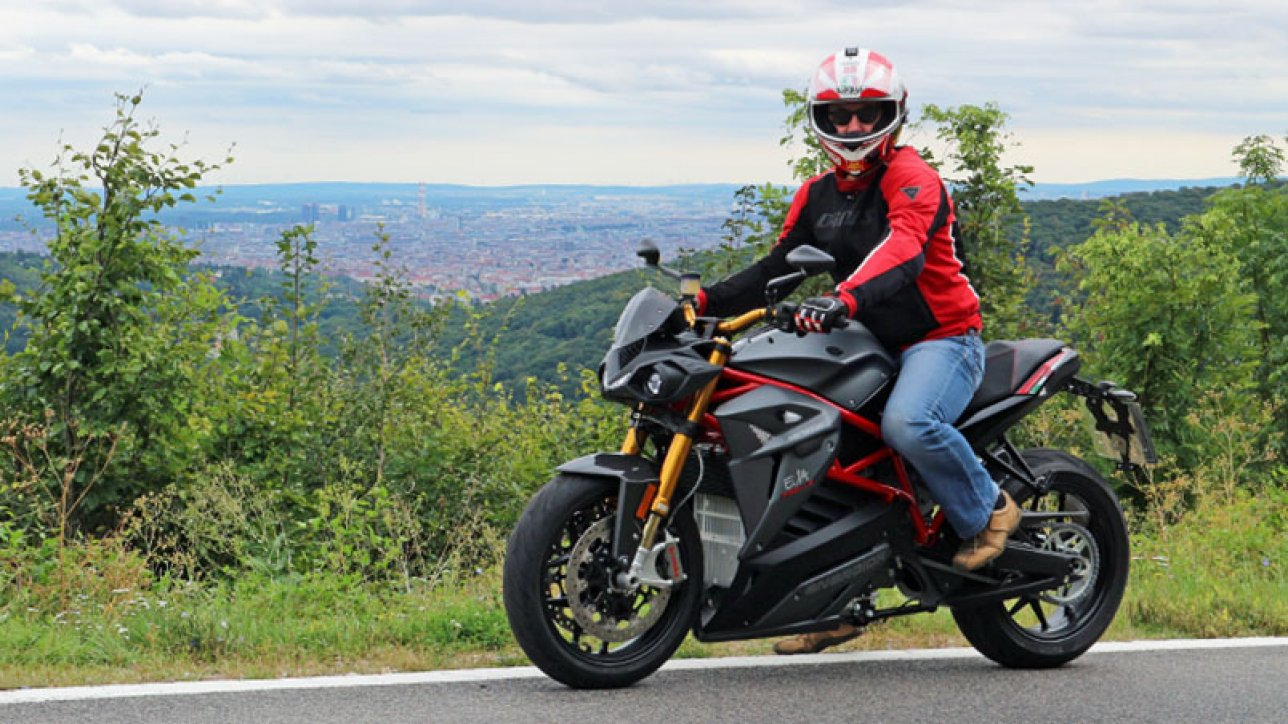Armin on Energica Eva Ribelle | Photo: Armin Hoyer - arminonbike.com