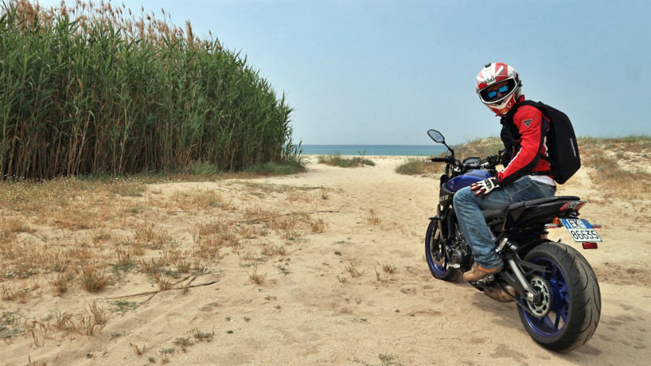 Armin on Yamaha MT-09 in Solanas | Photo: arminonbike.com