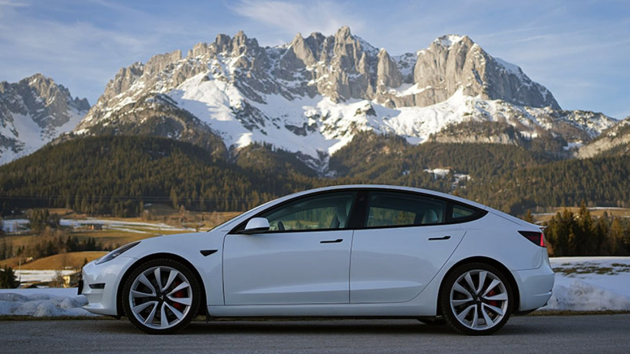 Tesla Model 3 Performance in front of Wilder Kaiser | Photo: Armin Hoyer - arminonbike.com
